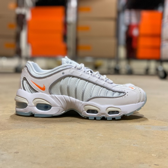 NEW Nike Air Max Tailwind 4 GS Runners Sz 6Y